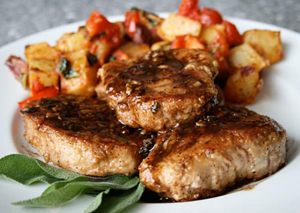 Pork chops in balsamic vinegar italian food forever this is a great easy recipe that you just cant go wrong with choose a fairly good quality aged balsamic vinegar and some thick meaty pork chops for the ccuart Images