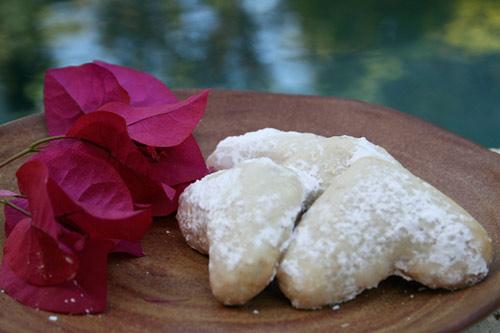 Buttery Walnut Crescent Cookies