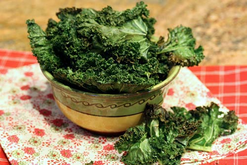 These tasty crisp treats made from fresh kale leaves are highly addictive, so make lots!