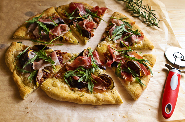 Pizza Bianca With Fresh Figs, Prosciutto & Arugula – Italian Food ...