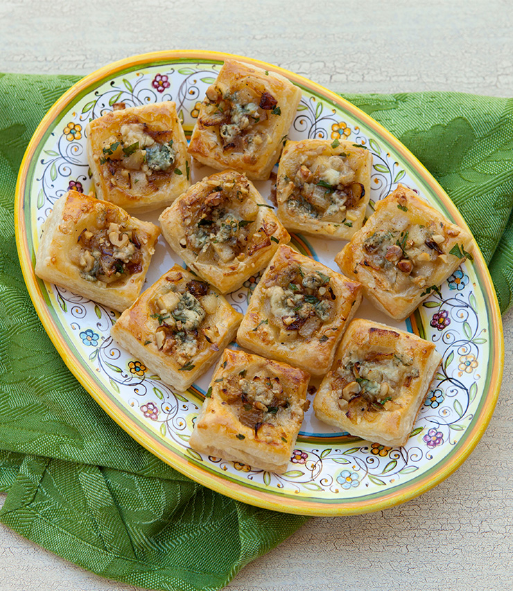 Caramelized Onion, Pear & Blue Cheese Bites – Italian Food ...