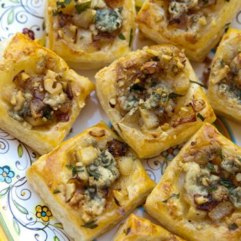 Caramelized Onion, Pear & Blue Cheese Bites – Italian Food Forever
