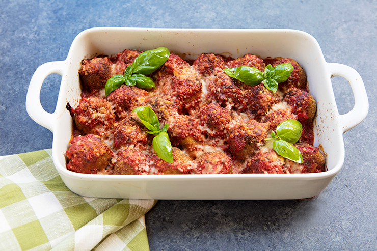 Vegetarian meatballs made from egglant cannellini beans i am always on the lookout for tasty vegetarian italian recipes and although i have recipes on the blog for bread meatballs along with lentil meatballs forumfinder Images