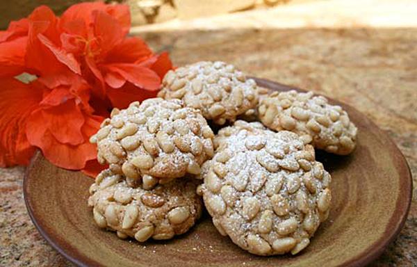 Pgnoli {Italian Pine Nut Cookies} | Italian Food Forever
