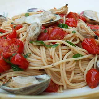Spaghetti With Clams And Cherry Tomatoes