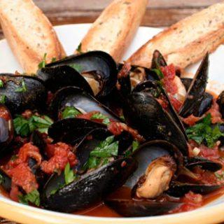 Sauteed Mussels In Tomato Saffron Sauce