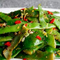 Roman Green Beans With Peppery Oil & Garlic