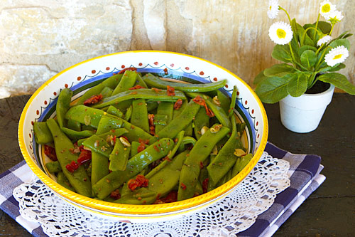 Fresh green beans with a zesty flavored oil flavoring.