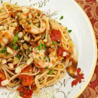 Spaghetti With Shrimp, Tomatoes & Breadcrumbs