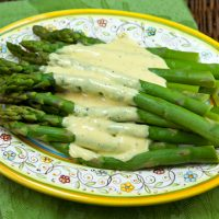 Blanched Asparagus With Quick & Easy Hollandaise Sauce