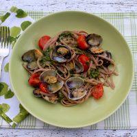 Pasta With Pistachio Pesto, Cherry Tomatoes & Clams