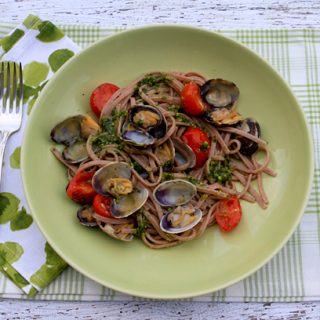 Pasta With Pistachio Pesto, Cherry Tomatoes & Clams