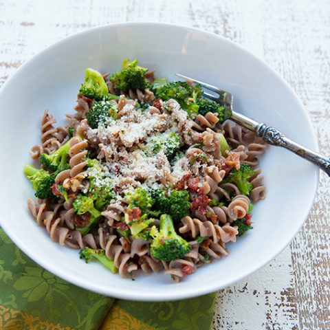 Whole Grain Pasta With Broccoli and Sun-Dried Tomatoes