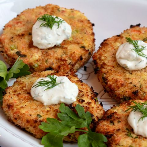 Wild Salmon Cakes With Creamy Dill Sauce