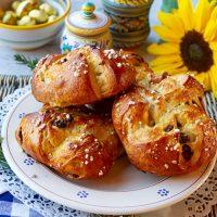 Pan di Ramerino {Sweet Easter Buns}