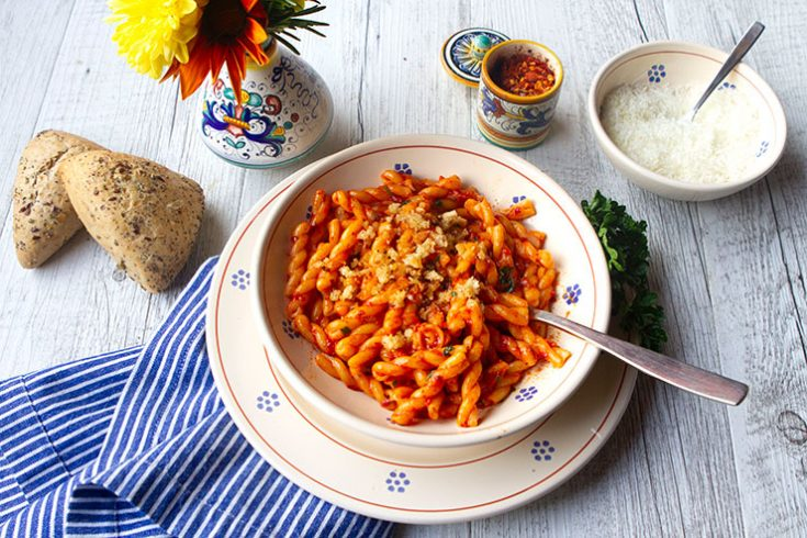 A spicy pasta dish with a vibrant lemon flavor.