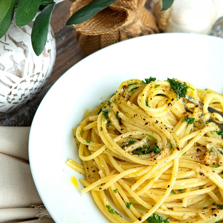 Roasted Garlic, Olive Oil, & Red Chile Pasta