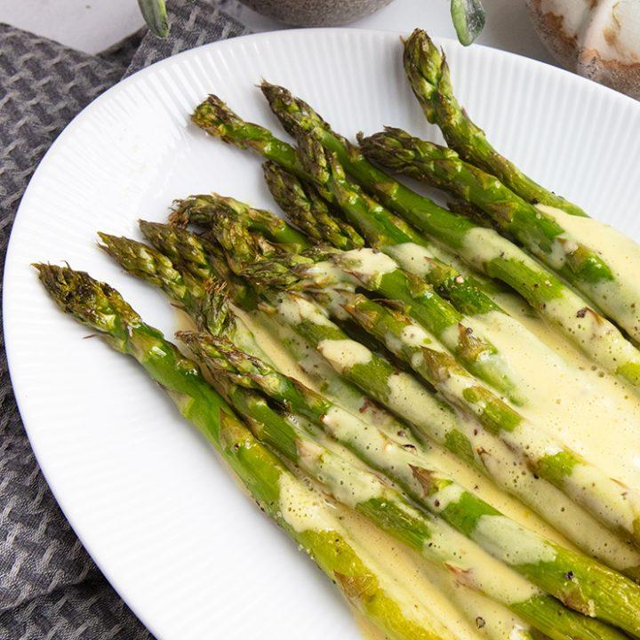 Roasted Asparagus With Quick & Easy Hollandaise Sauce